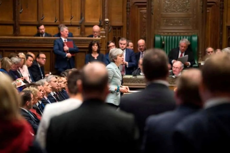 theresa may in parlamento per la brexit