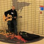 Londra metrosu gitar çalan