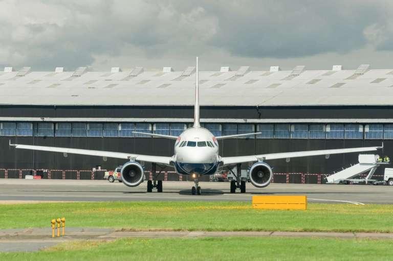 13788840_british-airways-a318
