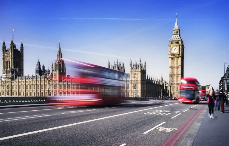 17921118_london-city-by-bus