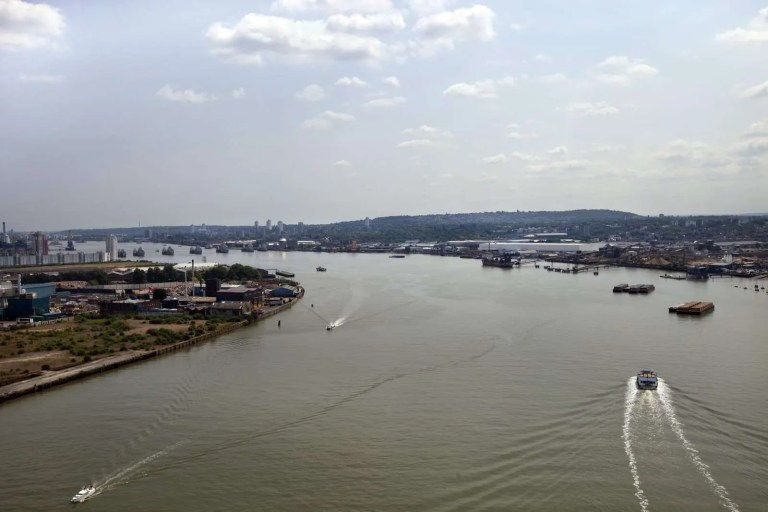 33124094_aerial-view-of-river-thames