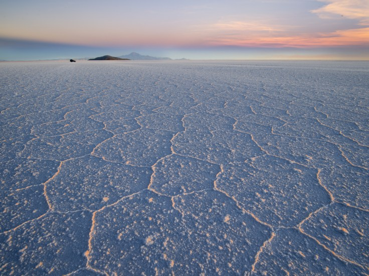 https://i0.wp.com/lonelyplanetimages.imgix.net/a/g/hi/t/76f6f1d2eeb98571da1a14ad1a639751-salar-de-uyuni.jpg?w=736&ssl=1