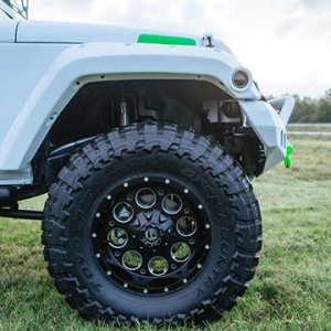 Jeep with Toyo Front Tire and Custom Wheel