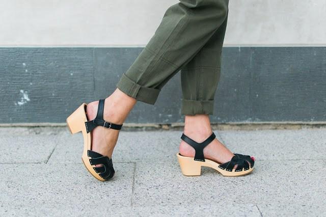 black swedish hasbeens, swedish hasbeens style blogger, swedish hasbeens petal high, petal sandals, swedish hasbeens petal sandals, the lone star looking glass, texas style, 70s style,