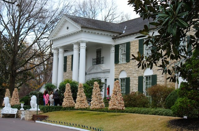 Graceland, Elvis Presley, Elvis's House at Christmas, Graceland at Christmas, Christmas at Graceland 2016