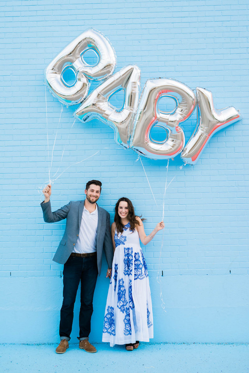 blue baby gender reveal ideas, baby balloon reveal, sugar and cloth color wall, baby balloons, silver baby balloons, baby boy reveal idea