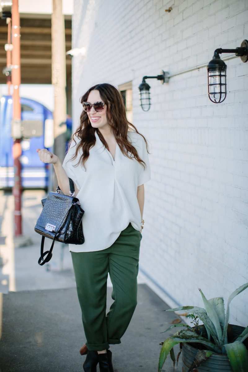 houston_blogger_maternity_outfit_green_pants_white_top-3