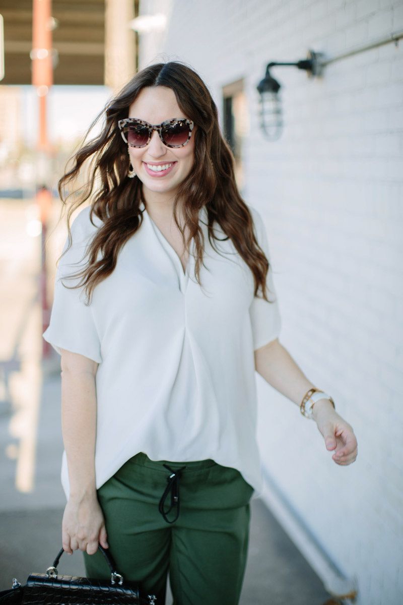 houston_blogger_maternity_outfit_green_pants_white_top-4