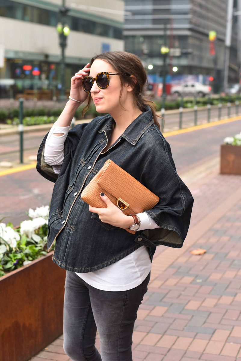 Houston fashion blogger styles her vintage levi's denim poncho with dark jeans, a tan elaine turner clutch.