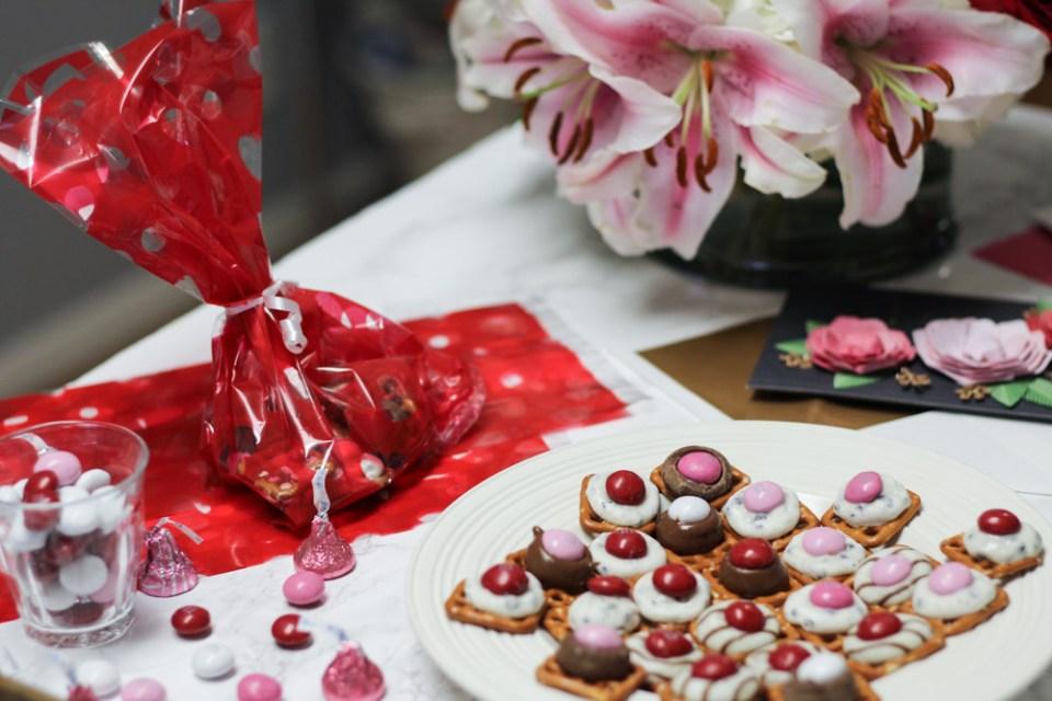 Valentines_Day_Homemade_Chocolate_Pretzel_Treats-2