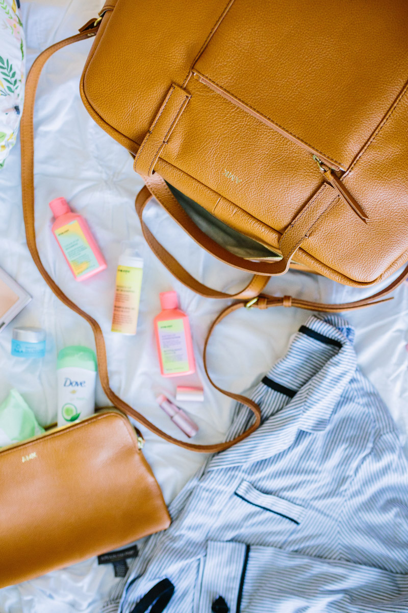 A complete packing list of what to pack in your hospital bag for labor and delivery.