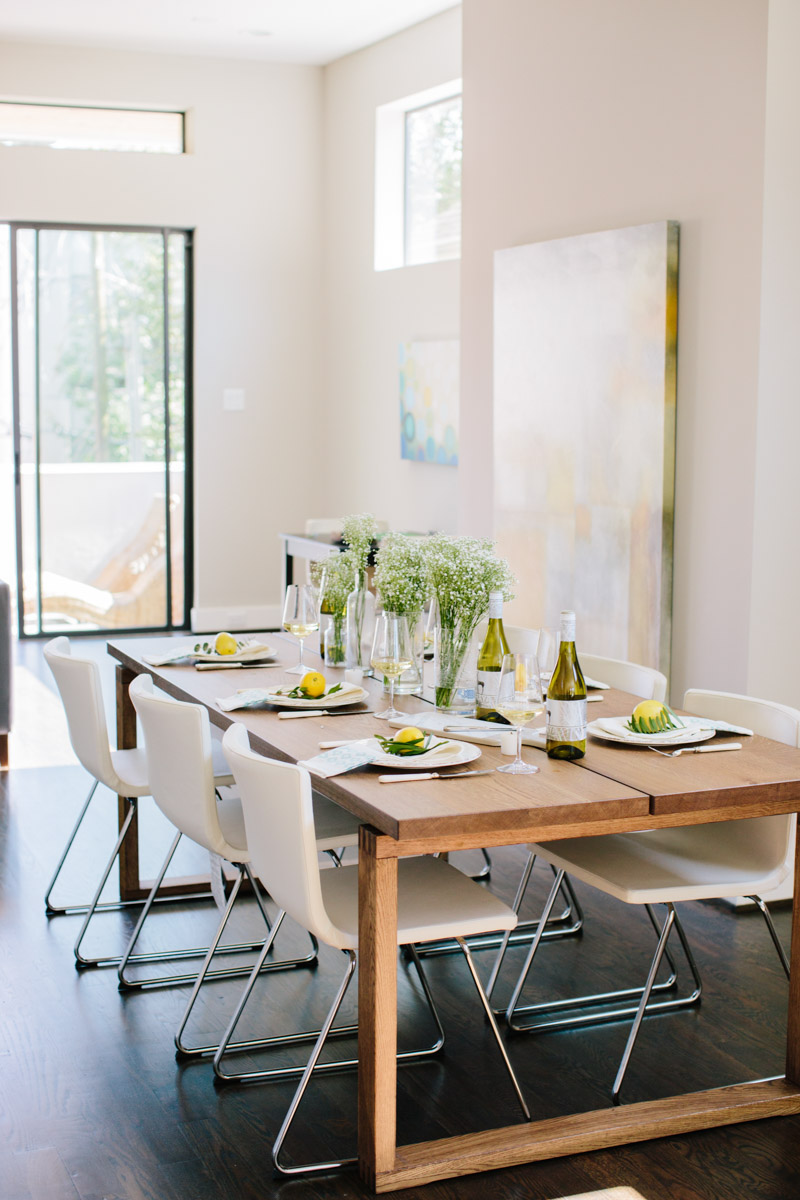 Indoor summer table setting ideas with Rueda Verdejo Wine.