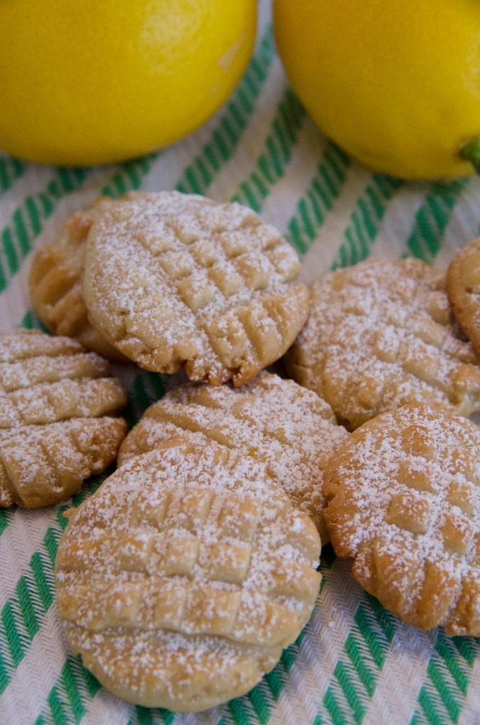 Lemon Butter Cookies: Not too sweet, with just a hint of lemon | longdistancebaking.com