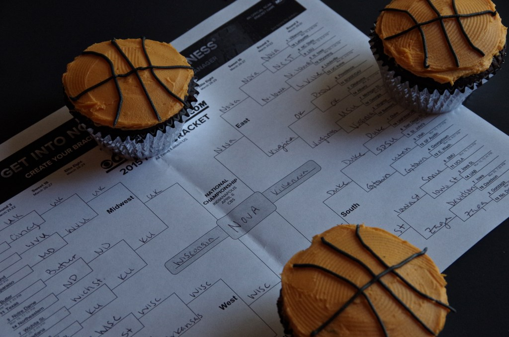 March Madness Basketball Cupcakes | longdistancebaking.com
