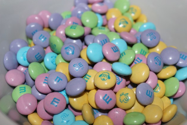 Easter Blondies | longdistancebaking.com