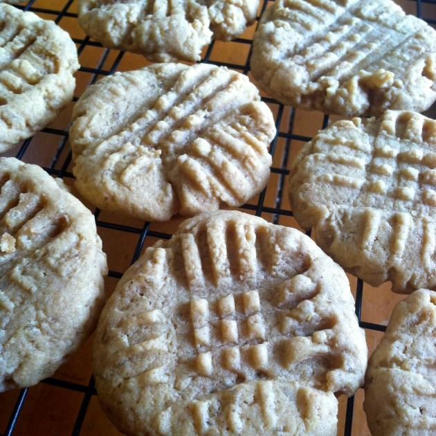 Peanut Butter Quinoa Cookies | longdistancebaking.com