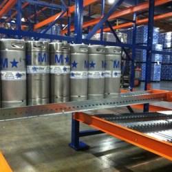 Giá kệ để bom bia giá kệ flow rack trong ngành thực phẩm đồ uống