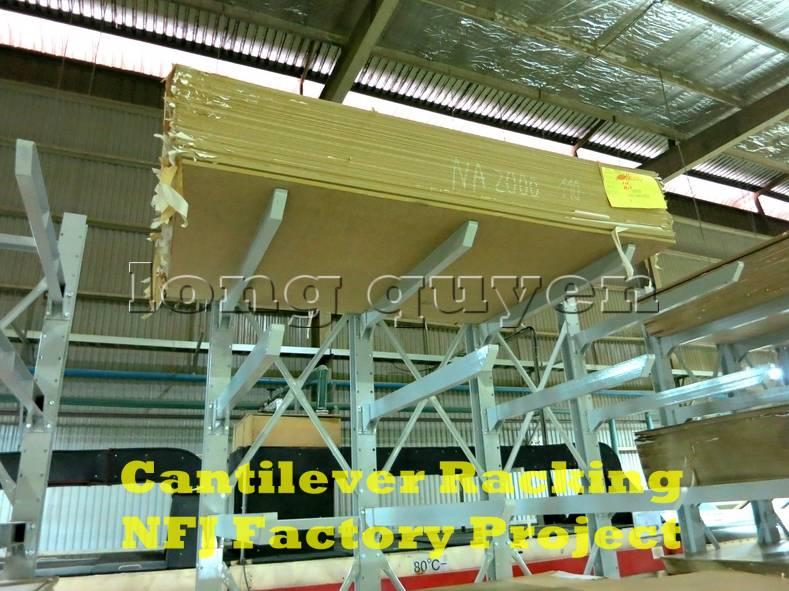 Giá kệ tay đỡ Cantilever tại dây chuyền sản xuất nội thất nhà máy NFJ (4)