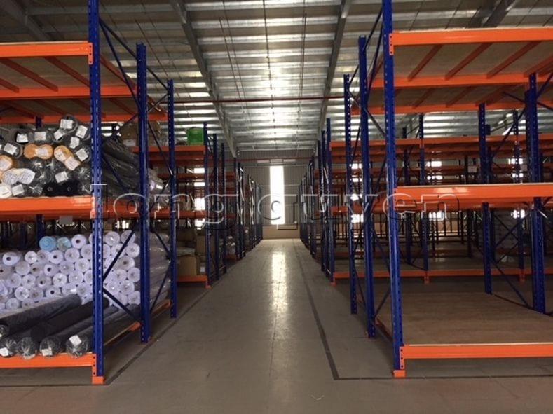 Giá kệ để vải cuộn kho hàng nguyên liệu may công ty Sao Mai (3)