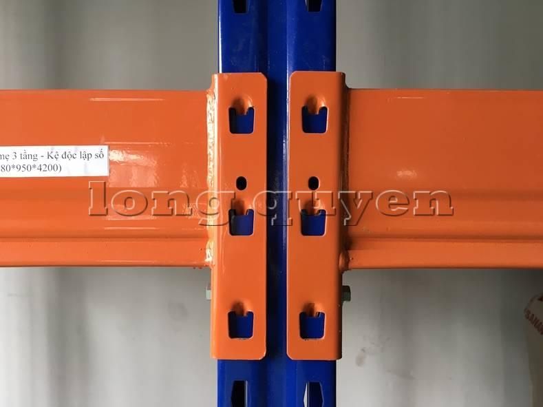Kệ sắt kệ để hàng kệ kho hàng lắp đặt tại nhà máy thiết bị điện Sanaky (2)