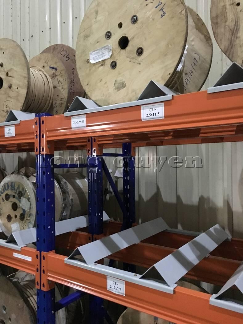 Kệ sắt kệ để hàng kệ kho hàng lắp đặt tại nhà máy thiết bị điện Sanaky (9)