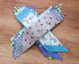 bawełna patchworkowa, niebiesko-zielona narzuta handmade, zielono-niebieski patchwork, niebiesko-zielony quilt, boho quilt, narzuta handmade, narzuta patchworkowa, boho patchwork, patchwork boho, quilting, szycie na maszynie, szycie narzuty na łóżko, szycie patchworków, szycie quiltów