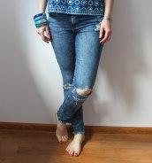blog krawiecki, blog o szyciu, szycie na maszynie, blog szyciowy, jeans DIY, dżinsowe DIY, przeróbki krawieckie, dżinsy z dziurami, dżins z ćwiekami, dżinsy z naszywkami, distressed denim, denim studs, denim badges, ćwieki, naszywki, jeans