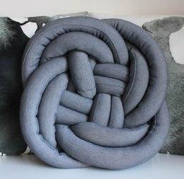 ak uszyc, blog krawiecki, blog o szyciu, poduszka supeł, knot pillow, poduszka swetrowa, podszuka z warkoczami, pled na drutach, dzianinowy pled, knit blanket, jak uszyc poduszkę