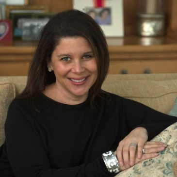 Headshot of Lynda Loigman