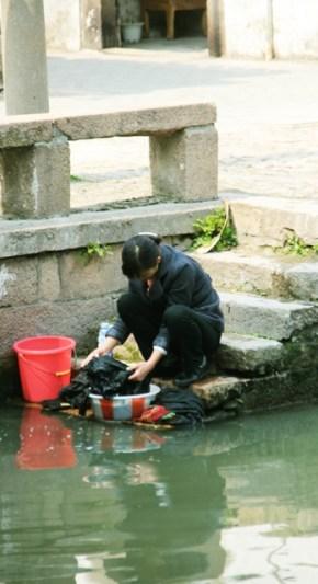 lessive dans le canal