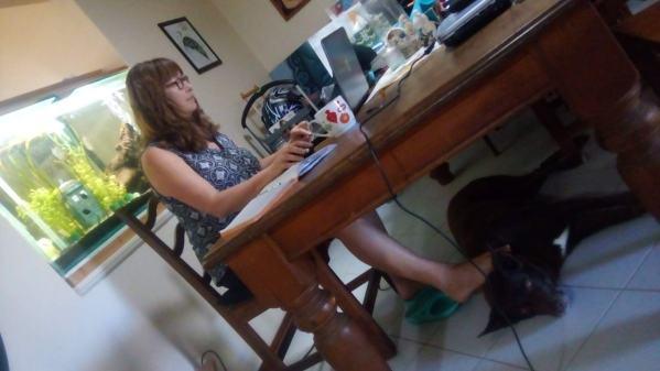 Bundy helps Vanessa with her work online
