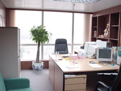 陈巃羽风水阳宅之〝办公桌后有窗〞