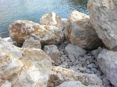 mopana-white-beautiful-rocks-14