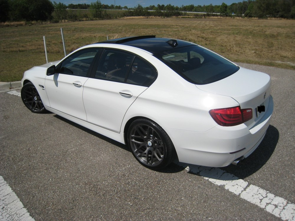 medium resolution of bmw 528xi 2013 photo 1