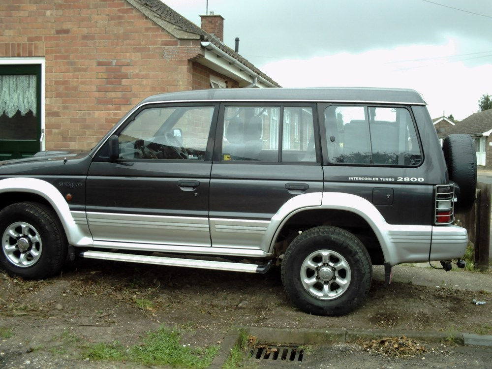 medium resolution of mitsubishi pajero 1997 photo 2
