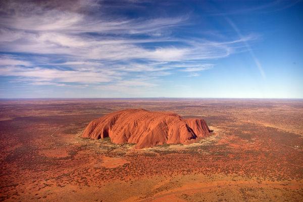 Uluru_helicopter_view
