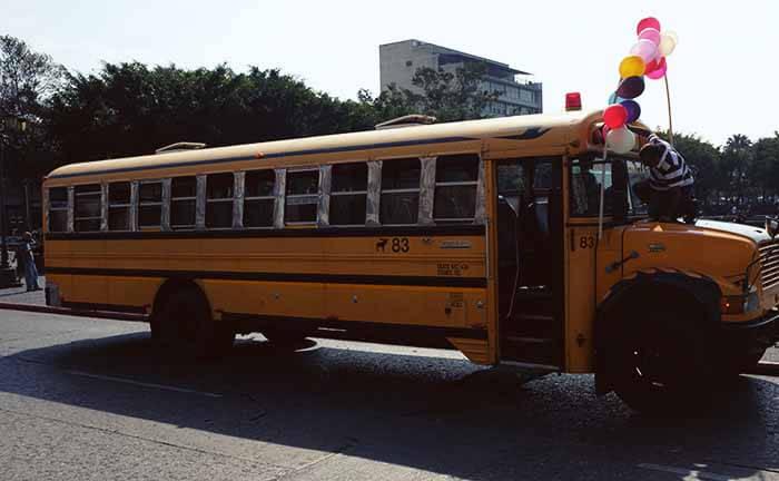 Chicken Buses na Cidade da Guatemala