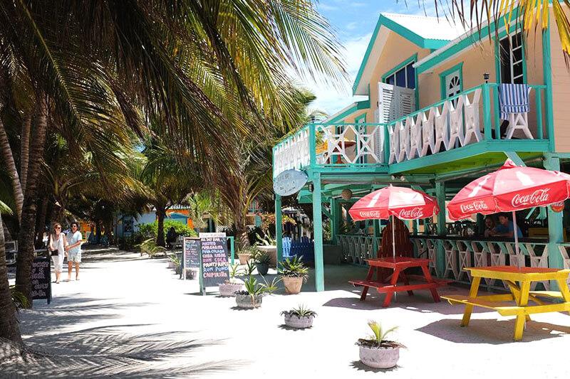 Ruas arenosas no Belize