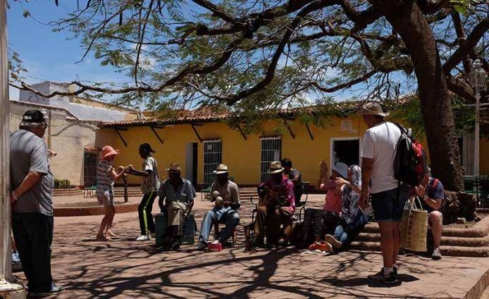 Salsa numa pequena praceta de Trinidad