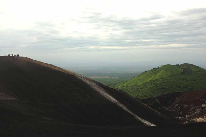 Do topo do vulcão admirando a paisagem
