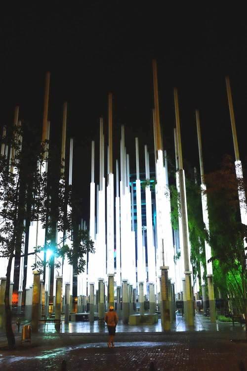 Praça das Luzes pela noite