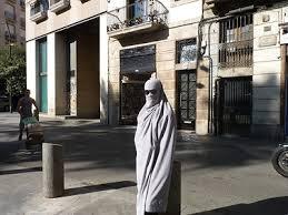 Artist Daniela Medina Poch in a performance in Barcelona
