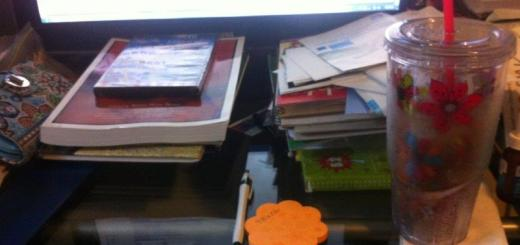 p;icture of my messy desk