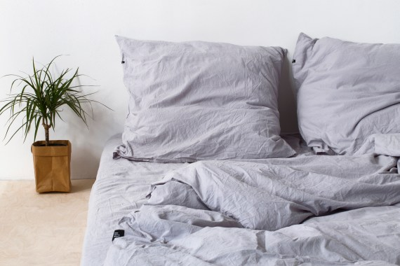 https://lookinside.pl/wp-content/uploads/2016/01/HOP-Design-Pure-Cotton-Bedding-Gray.jpg