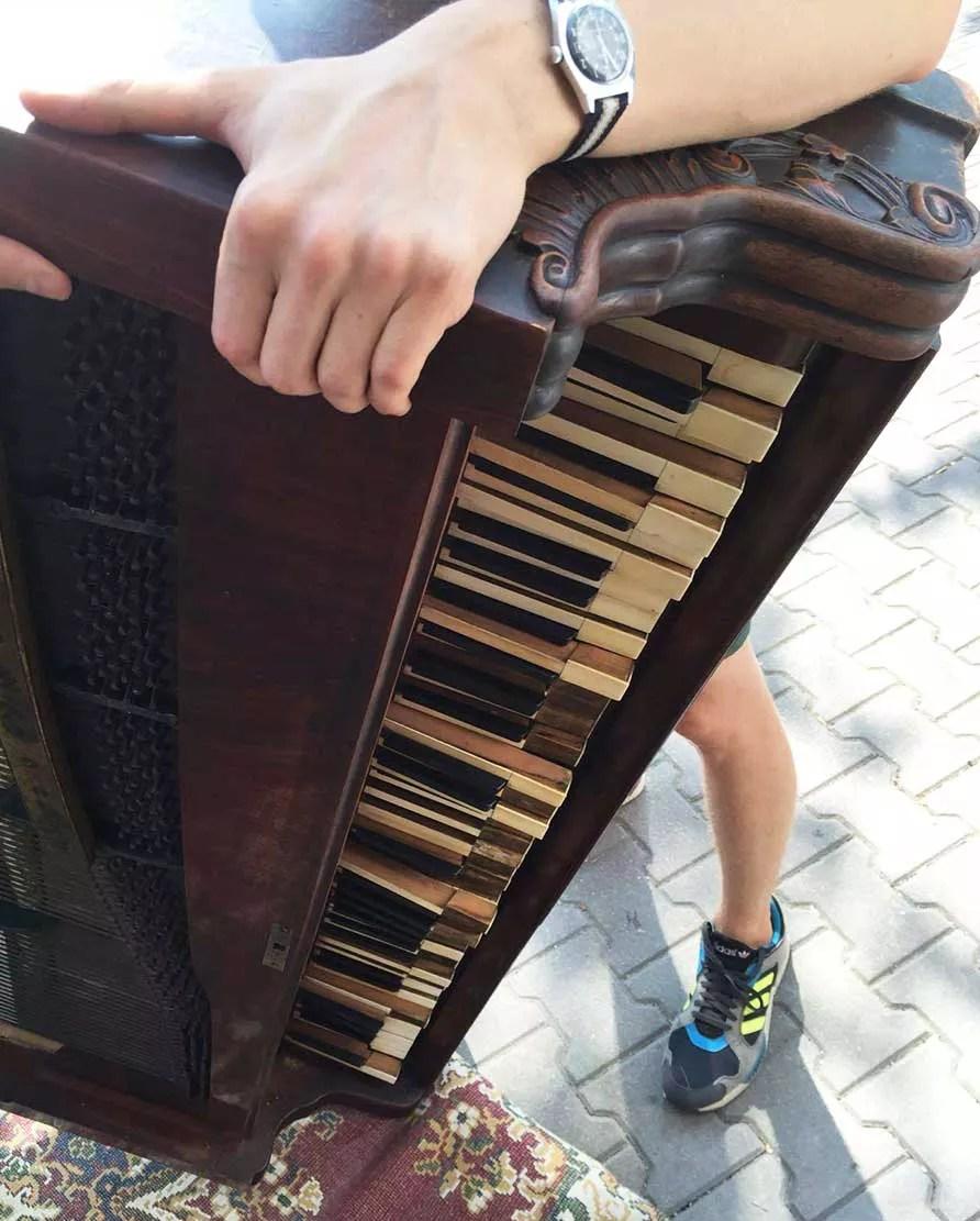 Transport fortepianu na Wileńską 21