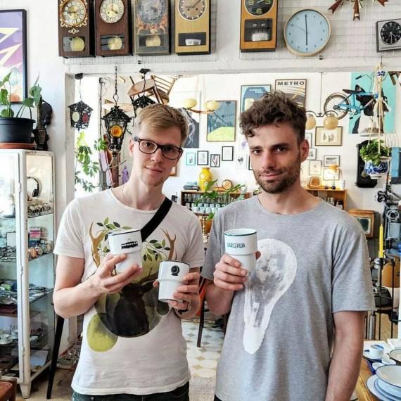 Janek i Marek z kubekmi MamSam