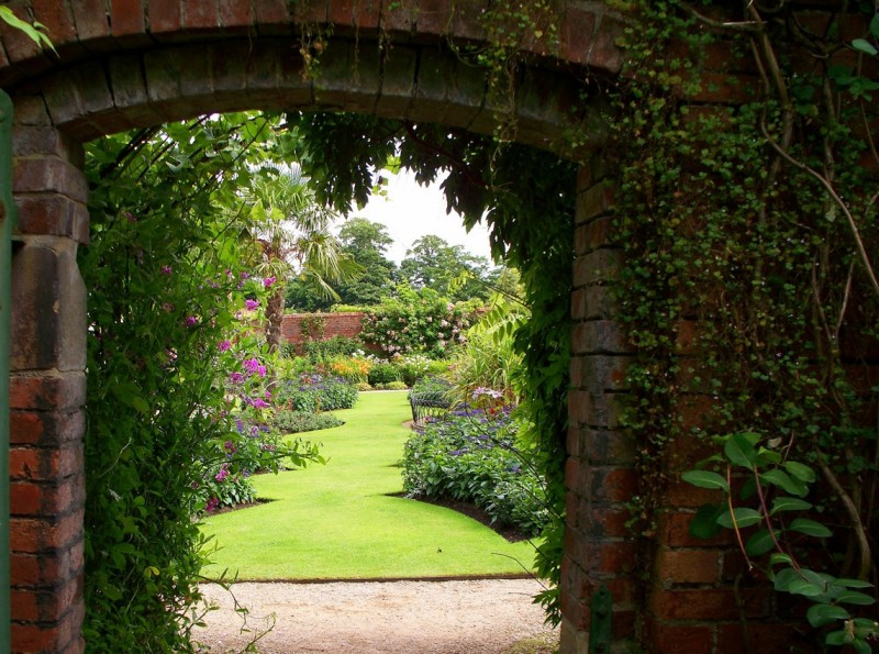 Gorgeous Fall Wallpaper An Enchanted Garden Where You Tend A Rose My Lad A