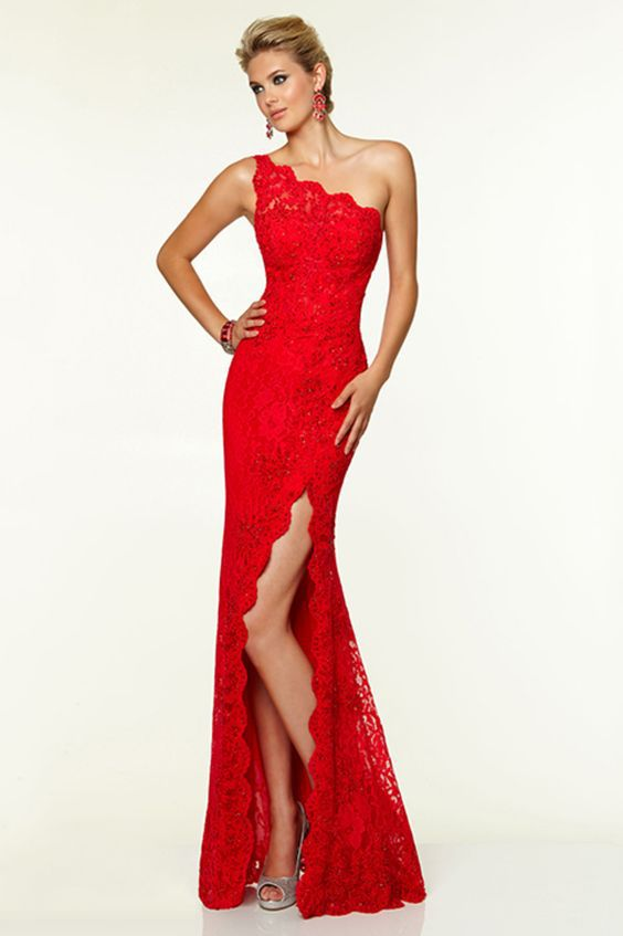 красное платье футляр на одно плечо фото