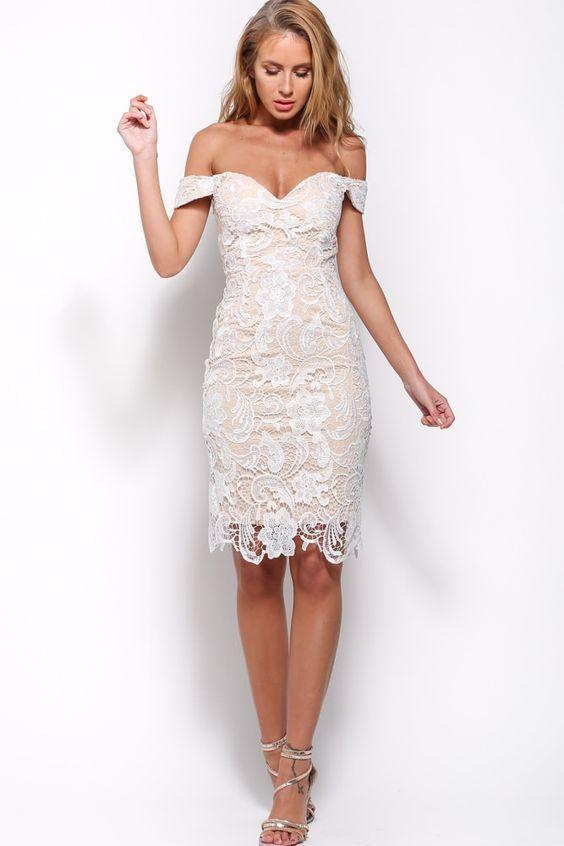 свадебное платье-футляр с кружевом