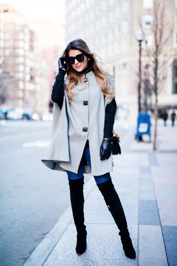 серое пальто пончо с сапогами